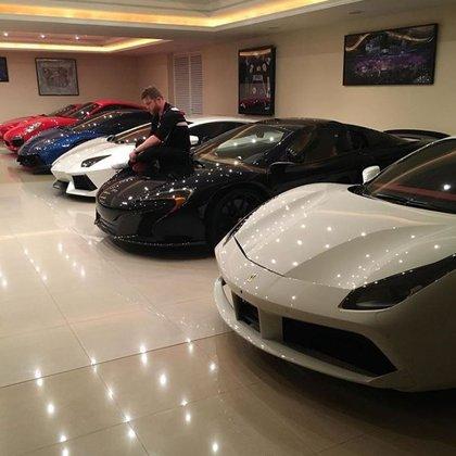 """La colección de autos de """"El Canelo"""" Álvarez se compone de al menos un Ferrari 458 y otros otros tres Lamborghinis (Foto: Instagram)"""
