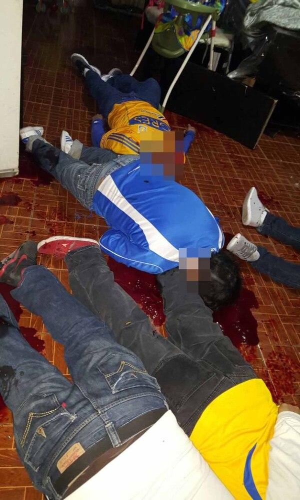 Las víctimas veían el partido de fútbol entre Tigres y Pachuca cuando fueron atacados por hombres armados (Vanguardia)