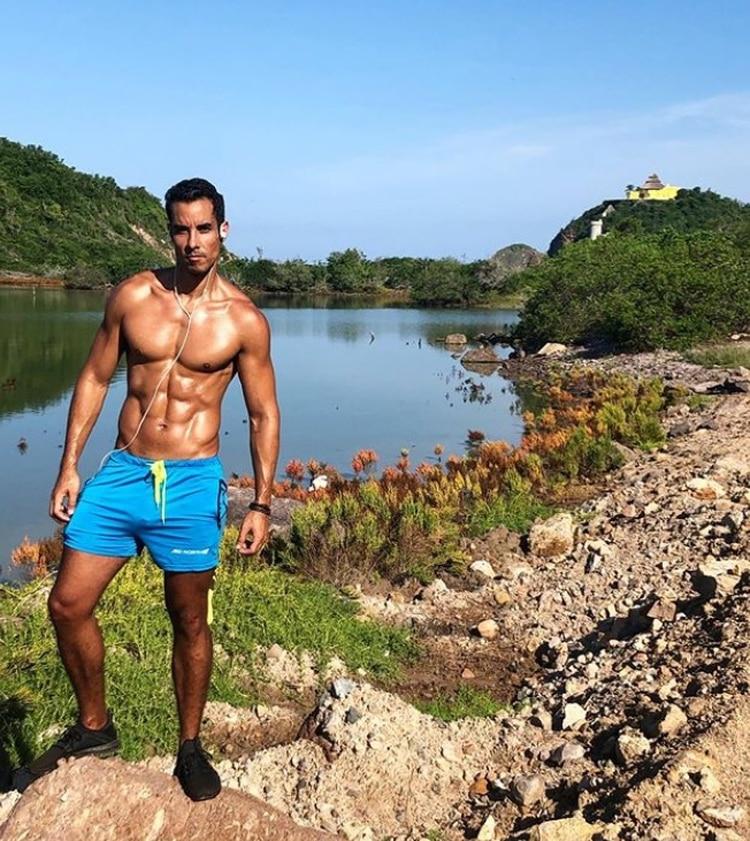 Según su descripción en Instagram, a Sandí le gusta viajar y llevar un estilo de vida saludable (IG: alejandro_sandi)