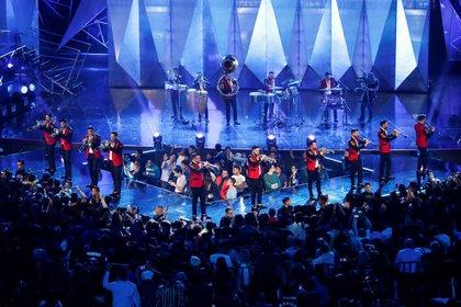 MEX00. CIUDAD DE MÉXICO (MÉXICO), 05/03/2020.- La Banda MS cantó en acústico uno de sus grandes éxitos (México). EFE/José Méndez