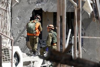 Destrozos en la ciudad de Ashkelon tras el lanzamiento de misiles por parte de Hamas. REUTERS/Nir Elias