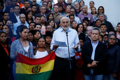 Bolivia's presidential candidate Carlos Mesa speaks during a news conference in La Paz, Bolivia, November 3, 2019. REUTERS/David Mercado