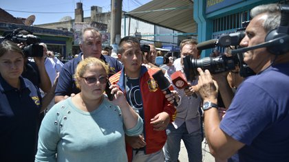 Los clientes que presenciaron el asalto pasaron estuvieron demorados cerca de tres horas en el Banco Nación para prestar declaración testimonial.