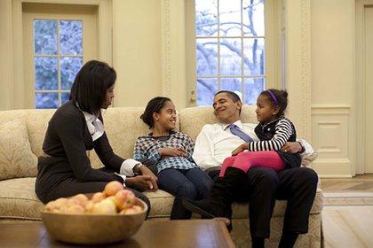 """La Casa Blanca le mostraba a Michelle Obama que su vida, la de su esposo y las de sus hijas habían dejado de estar en sus manos. """"Y así, conscientemente o no, una parte de ella se mantenía en alerta"""", contó A Promised Land. (Pete Souza/White House Via CNP/Shutterstock)"""