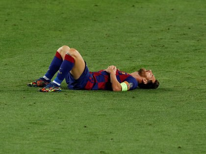 Soccer Football - Champions League - Round of 16 Second Leg - FC Barcelona v Napoli - Camp Nou, Barcelona, Spain - August 8, 2020  Barcelona's Lionel Messi reacts after sustaining an injury, as play resumes behind closed doors following the outbreak of the coronavirus disease (COVID-19)  REUTERS/Albert Gea