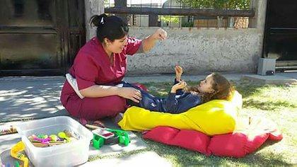 Natalia en plena sesión. Las terapias ayudan en el desarrollo de los niños y niñas con TEA.