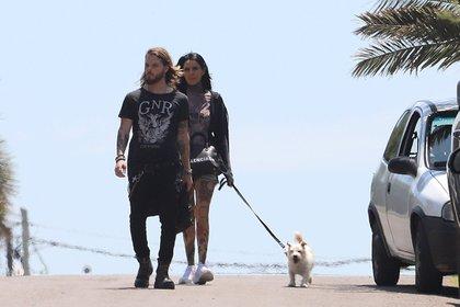 Cande Tinelli junto a su novio, Luca Bonomi, en Punta del Este a principios de año (Foto: GM Press)