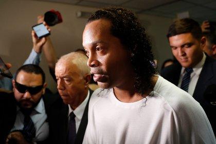 Ronaldinho se encuentra recluido en la Agrupación Especializada de Paraguay (AP Photo/Jorge Saenz)