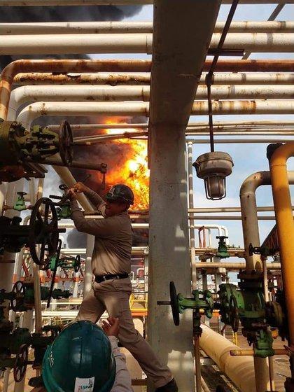 El fuego se originó en el área de bombas de diésel y gasolina (Foto: Twitter/@MikeParedex)