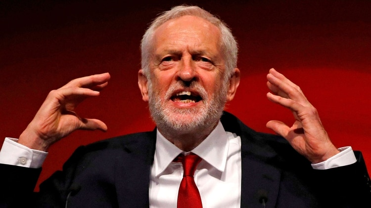 El líder del Partido Laborista británico Jeremy Corbyn pronuncia su discurso de apertura en la Conferencia del Partido Laborista en Liverpool, el 26 de septiembre de 2018 (REUTERS/Phil Noble/File Photo)