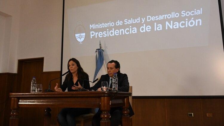 La conferencia de los ministros Stanley y Sica, ayer tras la difusión de las cifras de pobreza (foto Fabián Ramella)