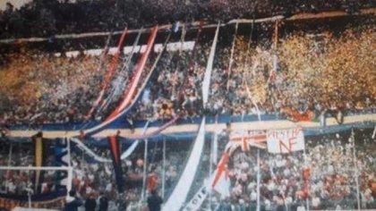 La barra de Boca con algunas de las banderas ganadas en la batalla