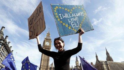 Manifestantes en contra del Brexit (AP)
