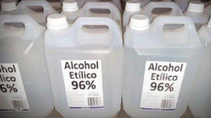 La ANMAT prohibió este martes la comercialización de dos marcas de  alcohol etílico