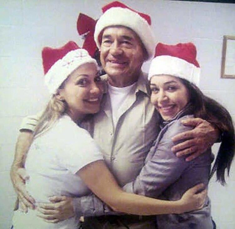 Esta es la foto más reciente que se conoce sobre el capo, en la que comparte con sus dos hijas. De eso hace más de 13 años.