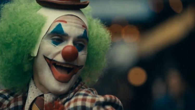 Joaquin Phoenix caracterizado como el demente villano