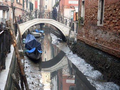Los canales de Venecia, sin agua
