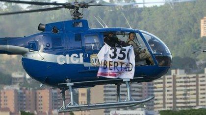 Imagen del helicóptero que sobrevoló Caracas este martes