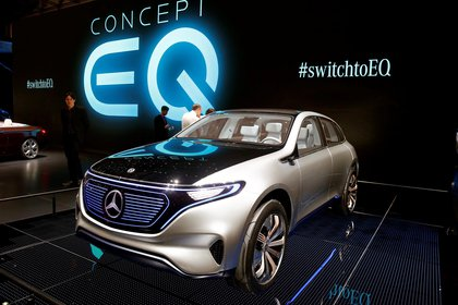 El Mercedes-Benz EQ es el concept car de una SUV ambiciosa: aspira ser el prototipo que inaugure una familia de modelos eléctricos de la prestigiosa firma automotriz alemana (REUTERS)