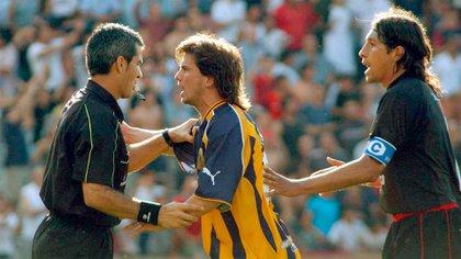 Jugando para Central, donde conoció a Miguel Russo, un clásico ante el Newell's del Patrón Bermúdez, hoy dirigente de Boca (NA)