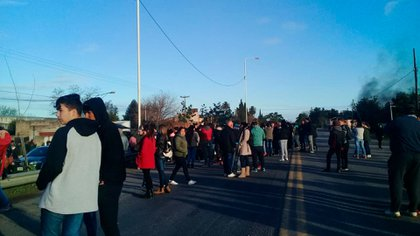 Familiares y vecinos se manifestaron este martes en el lugar del accidente