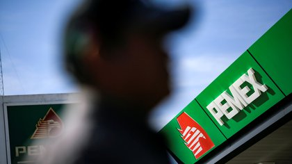 FILE PHOTO: The logo of Mexican state oil company Petroleos Mexicanos (Pemex) is pictured at a gas station in Ciudad Juarez, Mexico February 27, 2020. REUTERS/Jose Luis Gonzalez/File Photo