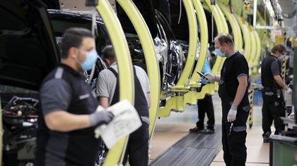 La cartera de pedidos de la industria alemana cayó un 25,8 % en abril.