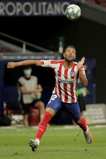 El pase del lateral izquierdo Renan Lodi al Atlético de Madrid le dejó una comisión de USD 5,6 millones a la familia Stival (Reuters)