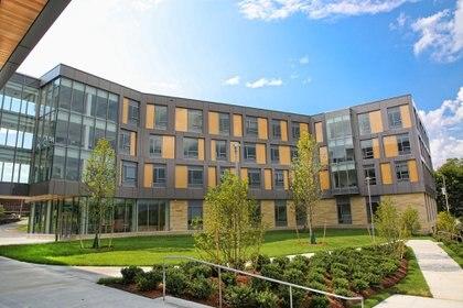 Skyline Residence Hall es una residencia de 164 habitaciones en la Universidad Brandeis en Waltham, Massachusetts (Brandeis University)