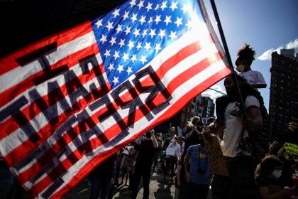 """""""No puedo respirar"""", otro de los lemas de las protestas en EEUU, en referencia a las últimas palabras de George Floyd antes de morir por asfixia a manos de la policía de Minneapolis (REUTERS/Eduardo Munoz)"""