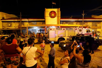 Relatives of the inmates approached the prison (EFE)
