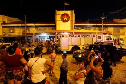 Familiares de los reclusos se acercaron al penal (EFE)