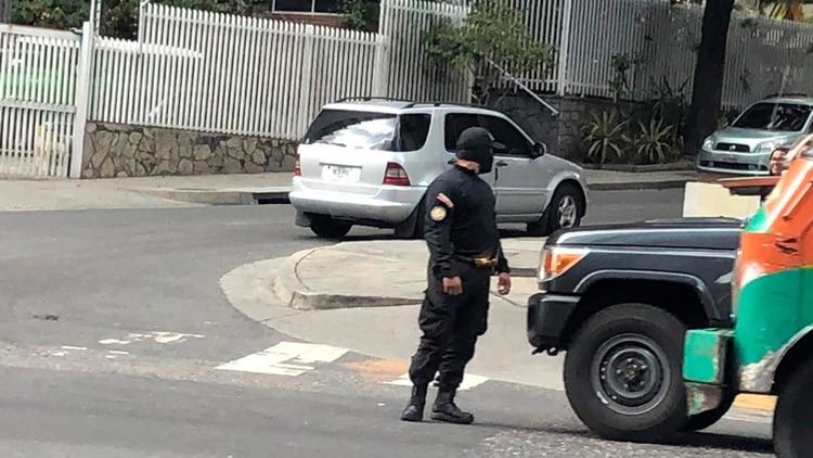 El Sebin también se encuentra en las inmediaciones de la oficina de Juan Guaidó