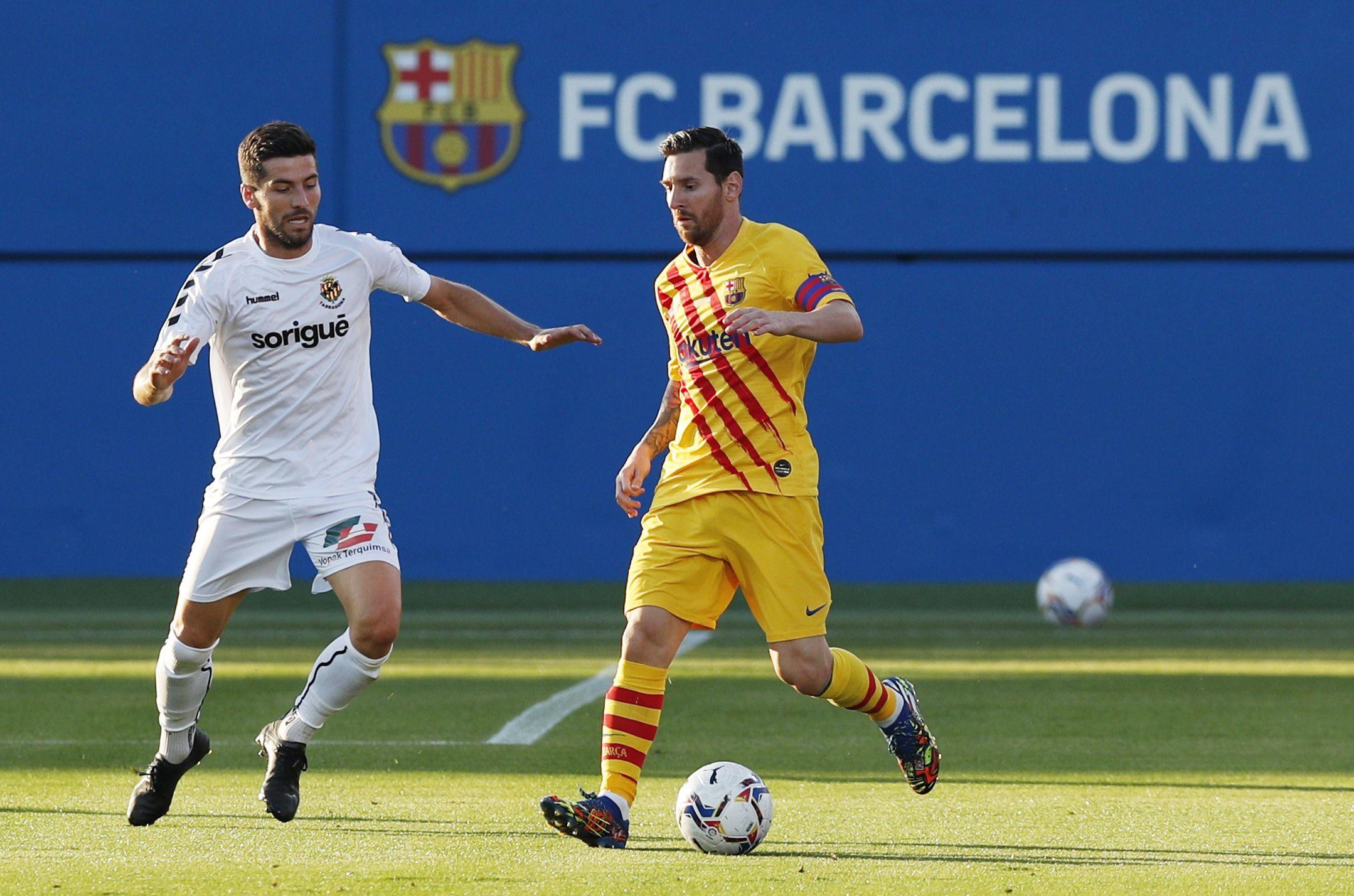 Una postal de Messi contra el Gimnástic (REUTERS/Albert Gea)