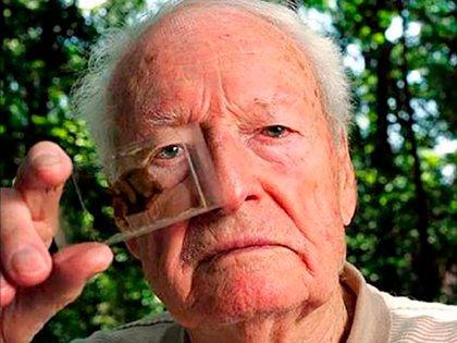 Thomas Stoltz Harvey, el patólogo que hizo la autopsia de Einstein y se robó su cerebro