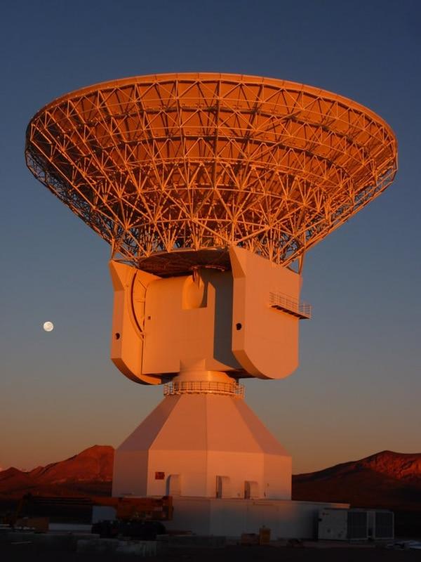 La DSA 3 puede girar en todas direcciones para apuntar a los satélitesen misiones espaciales muy distantes la Tierra (ESA)
