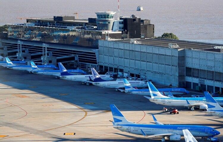 En principio, la idea es que se reinicien los vuelos entre provincias con bajo riesgo de contagio (REUTERS/Agustin Marcarian/File Photo)
