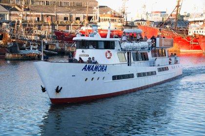 El Anamora zarpa tres veces por día