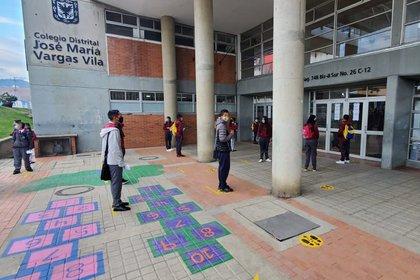 En el colegio Distrital José María Vargas Vila, ubicado en Ciudad Bolívar, se registraron 6 casos positivos de covid-19.