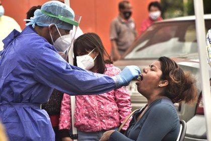 Personal de la salud realiza pruebas de coronavirus en la ciudad de Villahermosa, en el estado de Tabasco (México). EFE/Jaime Ávalos/Archivo
