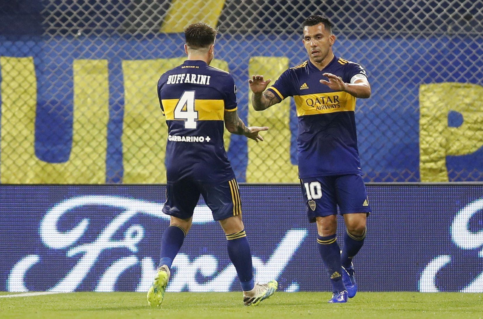 Tevez no fue muy efusivo al celebrar los goles ante Caracas (REUTERS/Natacha Pisarenko)