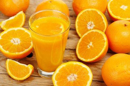 La naranja es rica en vitamina C y ácido fólico (Getty)