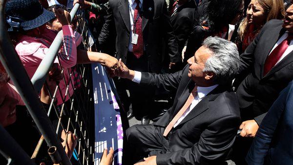 Las claves que llevaron a Lenin Moreno a ser más popular que Rafael Correa alejándose de él