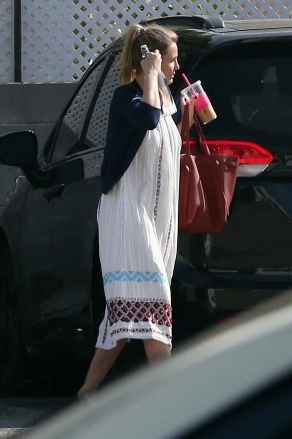 En las fotografías Díaz viste un amplio vestido que podría ocultar su embarazo (Grosby Group)