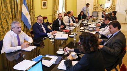 Las medidas del gobierno privilegian la atención de la crisis por el coronavirus antes que cualquier intento de resguardar la situación fiscal