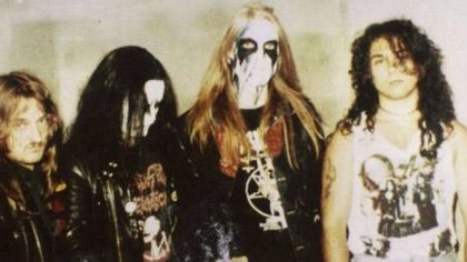 La banda Meyhen de Noruega fue un caso extremo. En un edifico, Vikernes derribó a Euronymous en la escalera de incendios y le aplicó 23 puñaladas. Juzgado por homicidio agravado por el ensañamiento fue condenado a 21 años de prisión