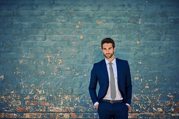 De géneros delicados, el traje formal y sport es uno de los básicos en los vestidores masculinos (iStock)