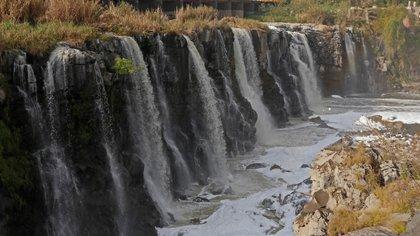 El gobierno de Jalisco resolvió clausurar una empresa en el municipio de Ixtlahuacán, próximo al río, por descargas contaminantes. (Foto: Cuartoscuro)