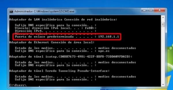 La puerta de enlace predeterminada permite conocer la dirección IP del router.