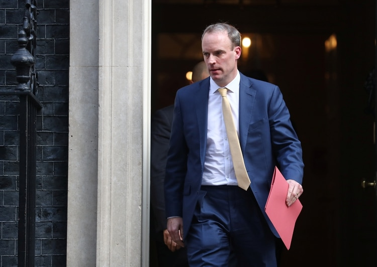 El Canciller Dominic Raab reemplaza a Boris Johnson al mando del gobierno (REUTERS/Simon Dawson)
